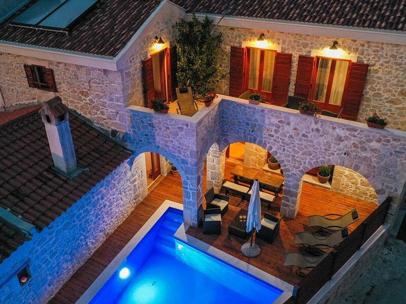 Luxury Villa Toka Petrcane, vacation rental in Petrcane
