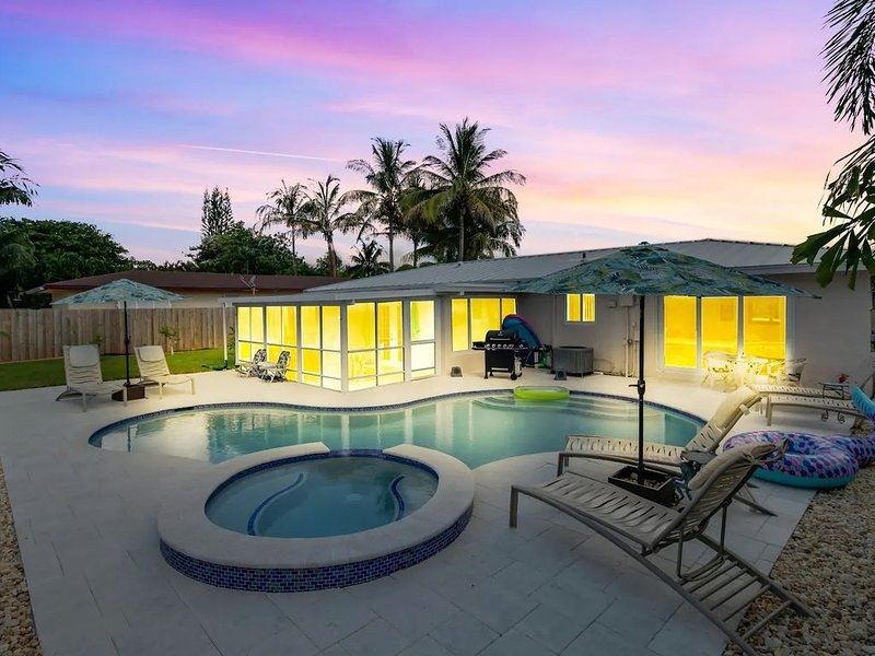 Luxe Private Beach Getaway Just Steps to the Ocean! (CDC Safe), vacation rental in Boca Raton