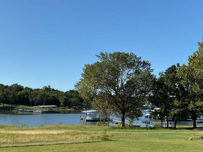 Beautiful Lake Front home, vacation rental in Canadian