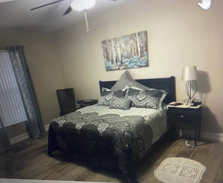 Amazing Private Room Master Suite, holiday rental in Goldenrod