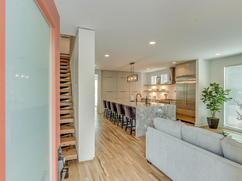 Luxury Nash Home with Double Roof Top Patio-104, holiday rental in Nashville