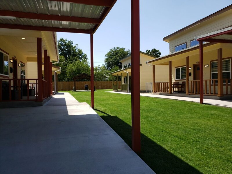 Bungalow's on Palm! Great Central Location for Expo/Civic Center/Wedding Events!, holiday rental in Abilene