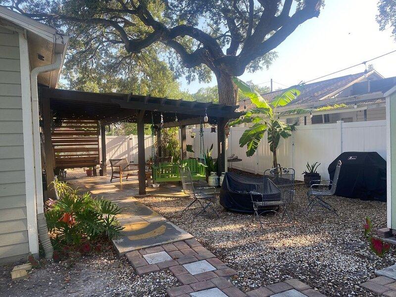 Quiet Heights Home near Riverwalk and Downtown, alquiler de vacaciones en Tampa
