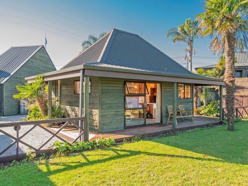 Tairua Waterfront Villa 6 - Tairua Holiday Studio Unit, vacation rental in Tairua
