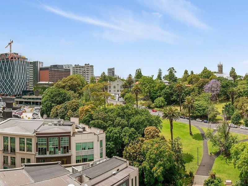 Contemporary style comfort with beautful park view, alquiler vacacional en Mount Eden