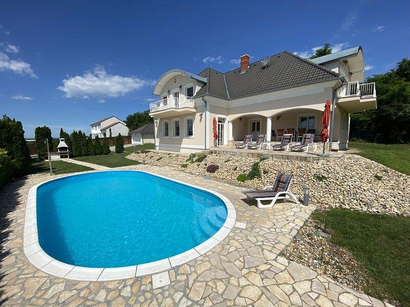 Exkl. Ferienhaus mit Swimmingpool,Whirlpool,Sauna,Kamin,Internet u.Klima, alquiler de vacaciones en Balatonederics