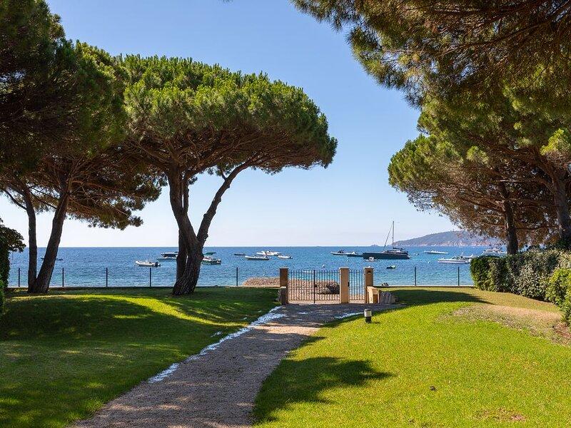 Très belle Villa Provençale  avec accès direct aux plages de SAINT TROPEZ, holiday rental in Ramatuelle