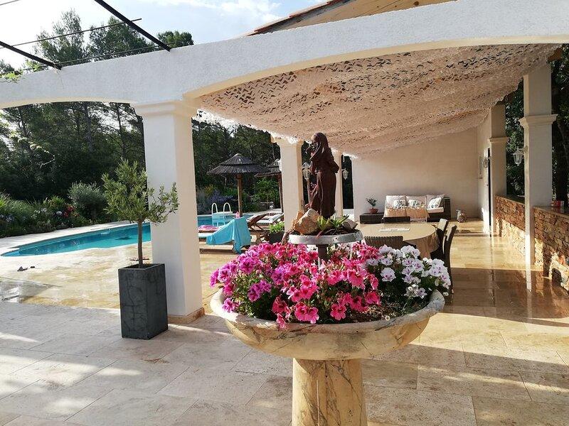 Villa , calme absolu ,tout confort avec piscine., location de vacances à Cotignac