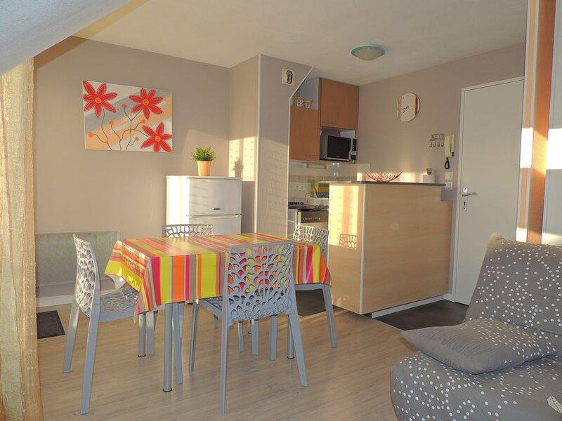 Joli appartement très bien équipé 30m² avec balcon et garage sécurisé, casa vacanza a Vannes