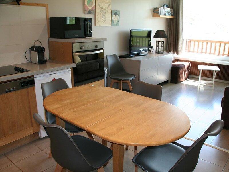 Roc de Peclet appartement 41 m², Plein Sud, Pied Des Pistes , Cœur de Station, holiday rental in Saint-Martin-de-Belleville