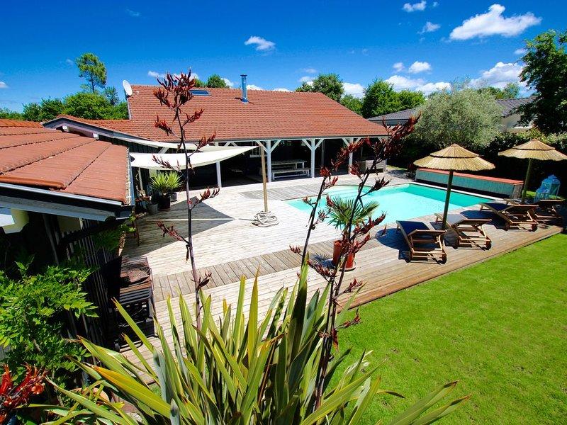 Villa du Bassin, piscine chauffée, spa, sauna, 5mn Lège-Cap-Ferret-Andernos, casa vacanza a Gironde