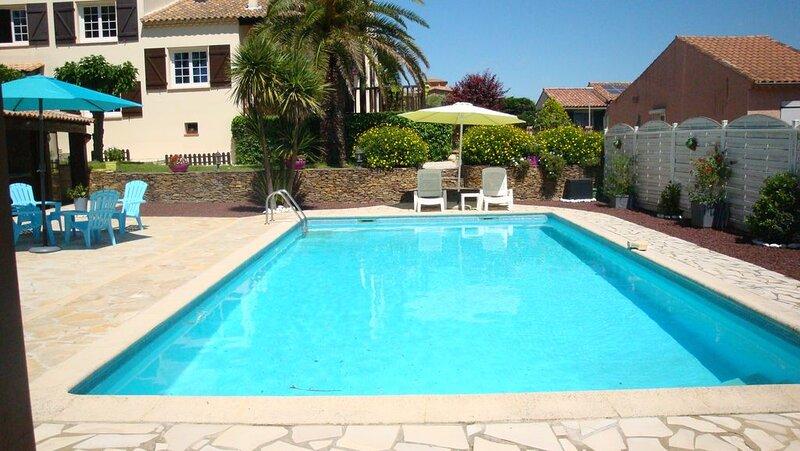 Jolie villa traditionnelle avec piscine Privé , spa  , sauna , espace détente,, alquiler vacacional en Puimisson