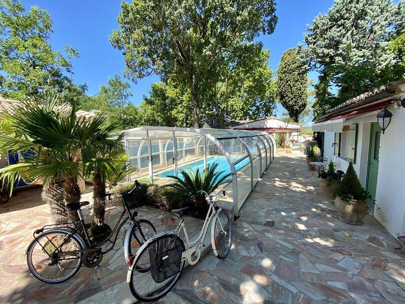Villa de charme très grand confort à pieds du centre historique d'Uzès, holiday rental in Serviers-et-Labaume