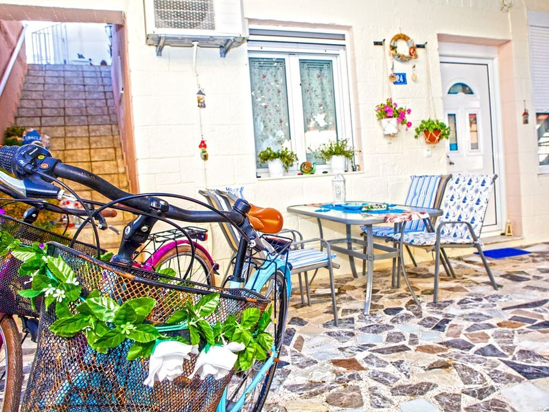 Rethymno Color Studio with Free Bikes, holiday rental in Platanias