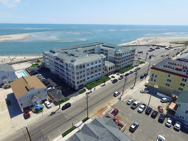 Gorgeous Oceanside Retreat in a Serene Location!, holiday rental in North Wildwood