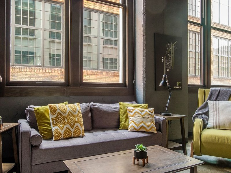 Bright + Airy 2BR near Downtown, vacation rental in Pittsburgh