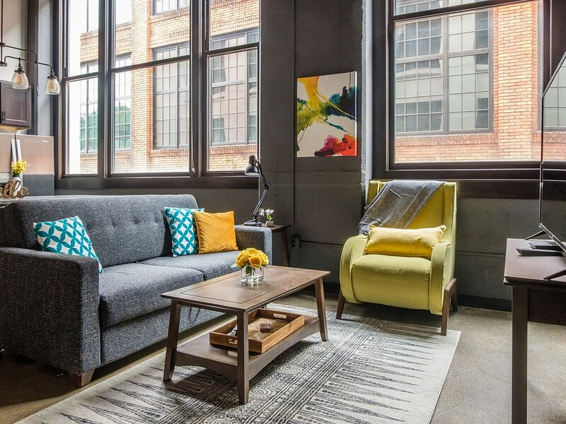 Modern 2BR in the Strip District, vacation rental in Crafton