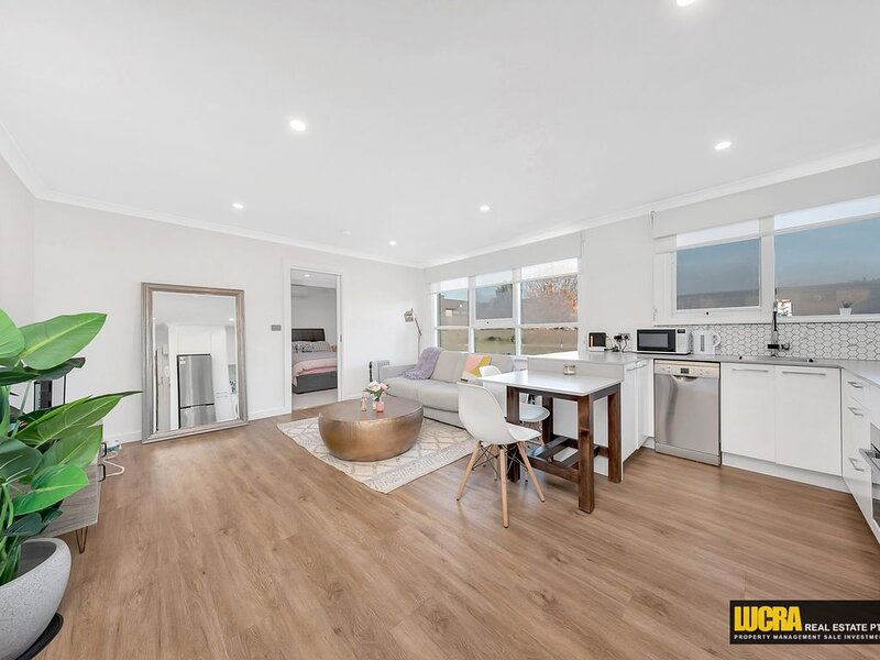 Updated one-bedroom apartment in an ultra-convenient location, vacation rental in Moonee Valley