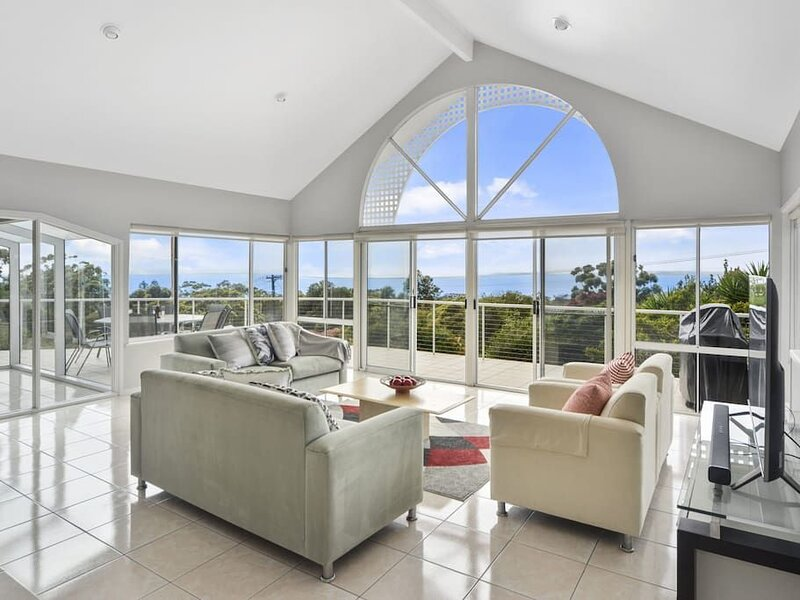 Grande Vista Vincentia - FREE WIFI, Netflix and Amazing views – semesterbostad i Hyams Beach