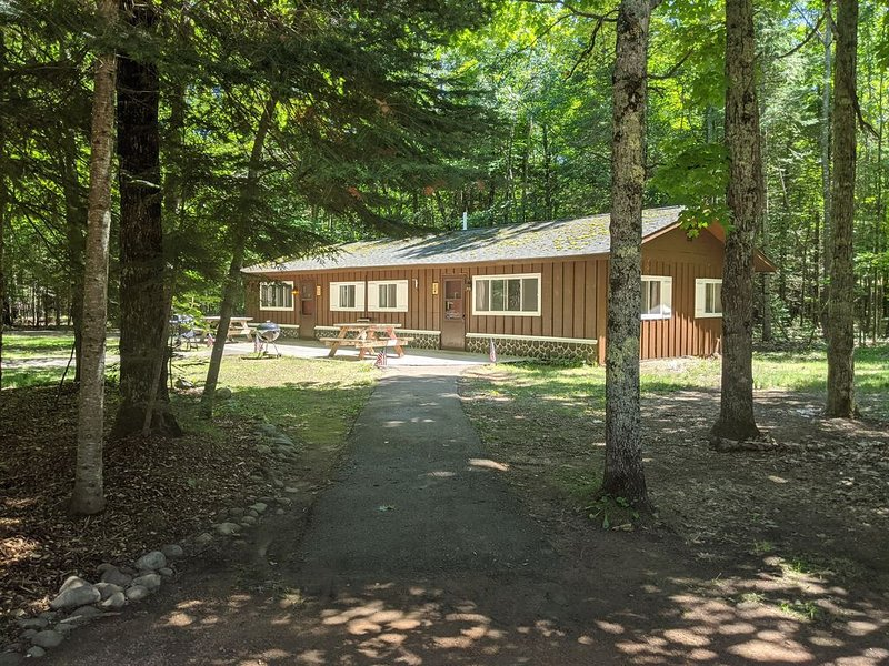 Musky Manor - Unit 2 - POV Resort Cabins - | Visit Winter Wonderland, vacation rental in Land O' Lakes