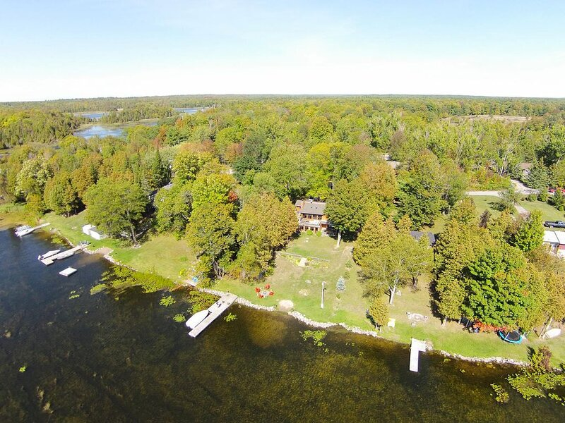 Stunning Year Round Lake-house on Upper Buckhorn Lake, aluguéis de temporada em Lakefield