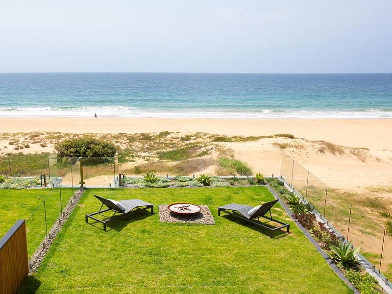 Luxury Beach House with direct Beachfront Access, holiday rental in North Narrabeen