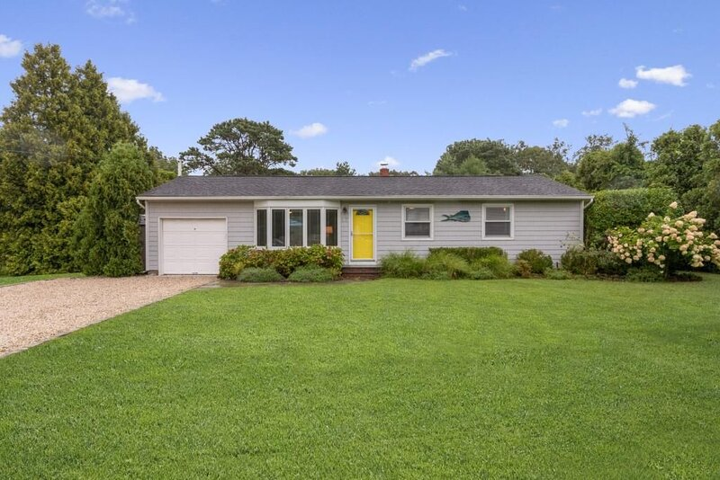 9 days in August still available! Beachy, Bright Hamptons Home! Walk to the bay, vacation rental in Hampton Bays