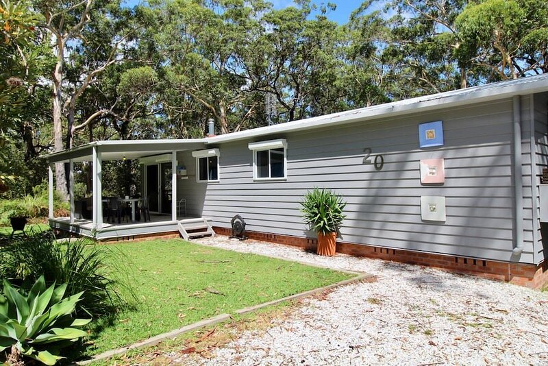 Wrights Beach Bungalow - WALKING DISTANCE TO THE WATER, holiday rental in Erowal Bay