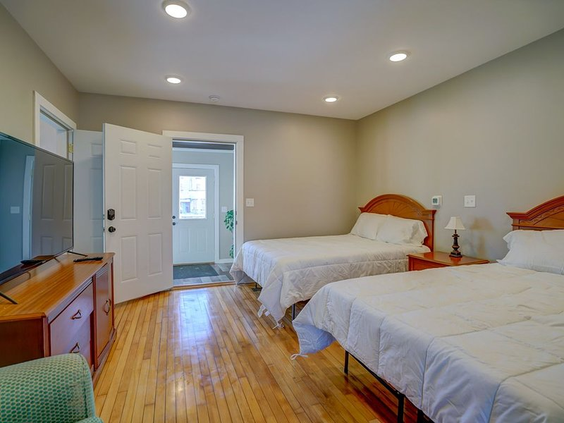 Baehr Haus Downtown Sun Prairie (Room 2&3), holiday rental in Madison