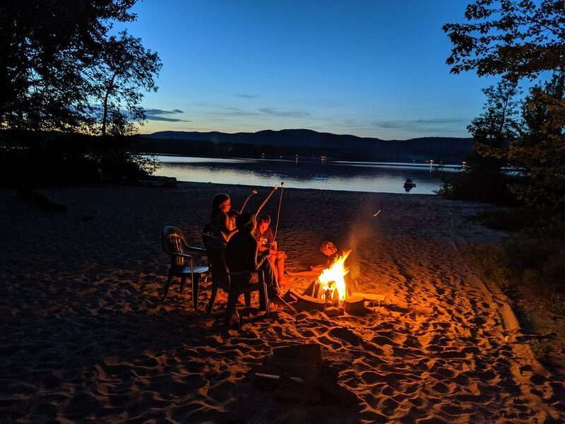 Private cottage with sand beach and snowmobile trails – semesterbostad i Pembroke