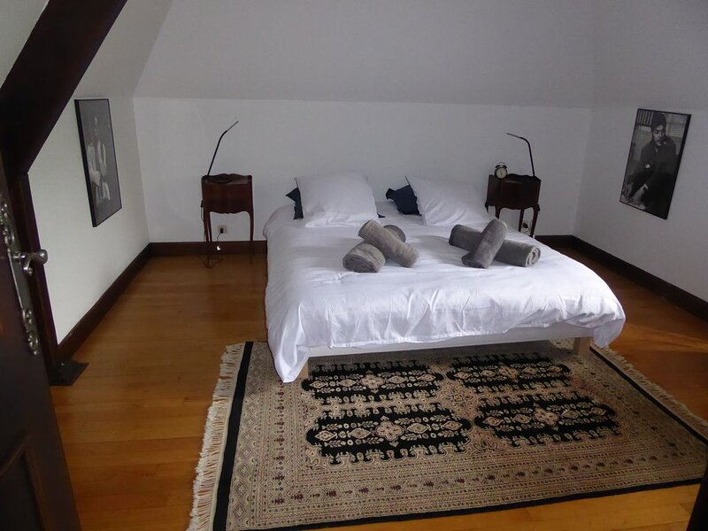 Villa Raunel - piscine privée en Périgord Noir proche Sarlat, holiday rental in Saint-Germain de Belves