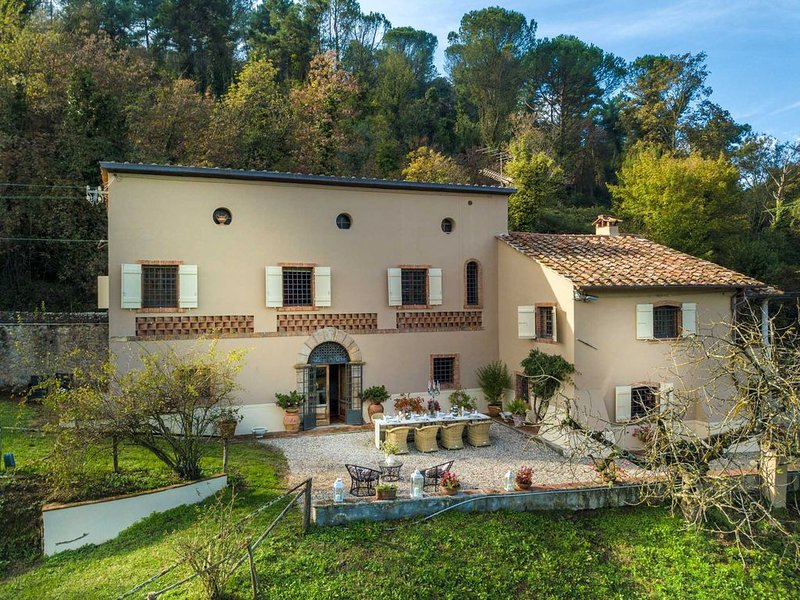 VILLA VIOLA - Residenze Seicento - An historic Villa with Garden close to Lucca, vacation rental in San Lorenzo a Vaccoli