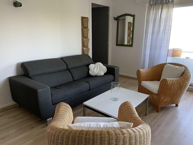 Appartement 2.5 pièces lumineux avec terrasse et jardin, holiday rental in Caux