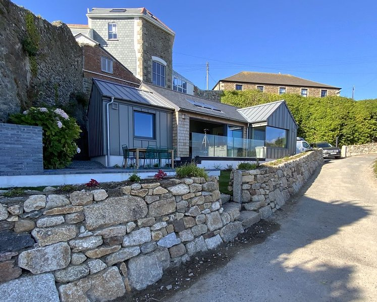 Chymaen - Magnificent coastal home with Sea Views, holiday rental in Goldsithney