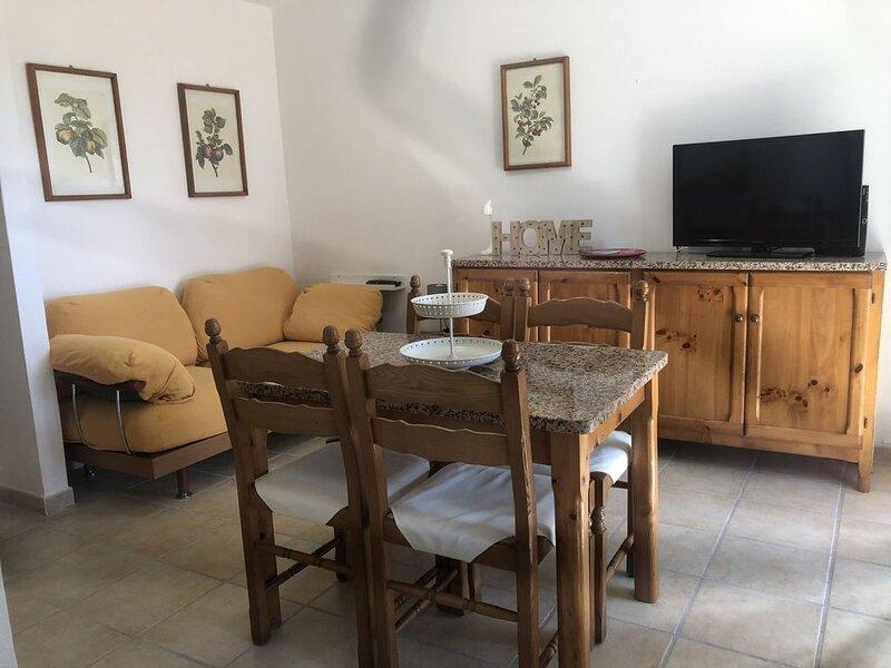 Casetta vista mare a Santa Maria Navarrese, holiday rental in Baunei