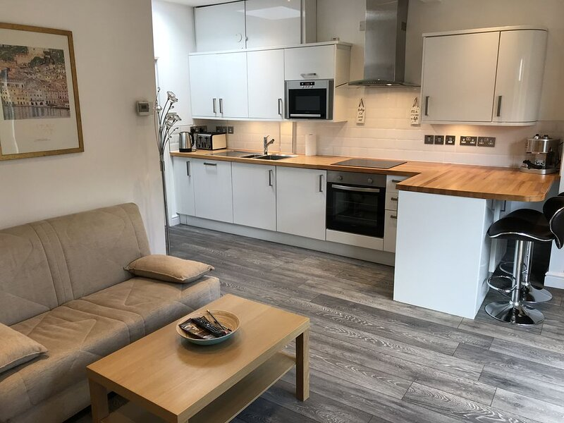 Skylight Cottage - modern, cosy and fully private, holiday rental in Ickenham