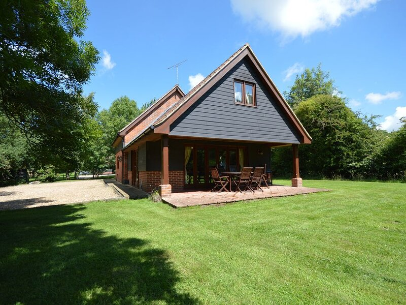 Tranquil Location and perfect family holiday home, holiday rental in Briston