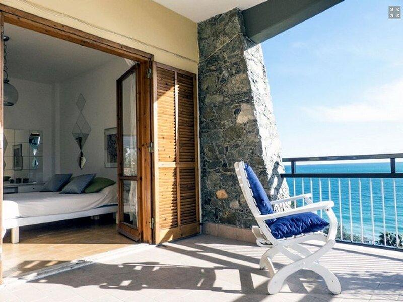 Appartamento con bellissima vista con ampia terrazza in un piccolo condominio, holiday rental in Gameragna