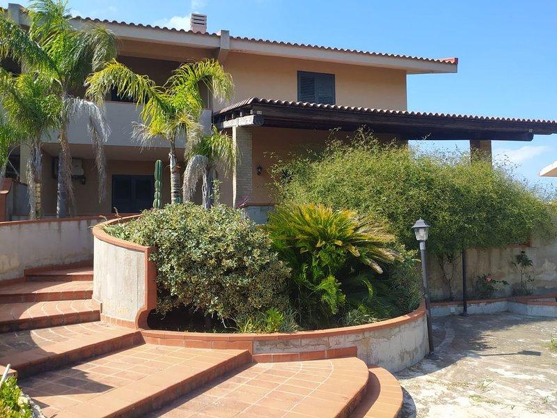 Fantastica Villa nella Riserva Naturale Cavagrande, holiday rental in Lenzevacche
