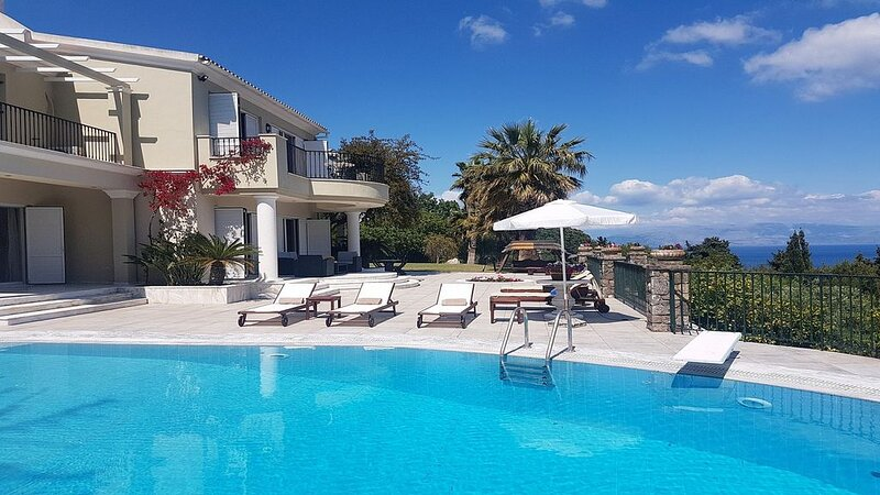 Fabulous Villa with A/C, Private Pool & Beautifully Manicured Gardens with Panor, holiday rental in Achilleio