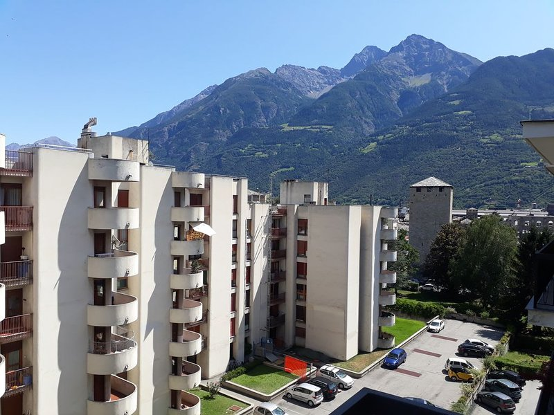 appartamento MIRA MONTI, vacation rental in Aosta