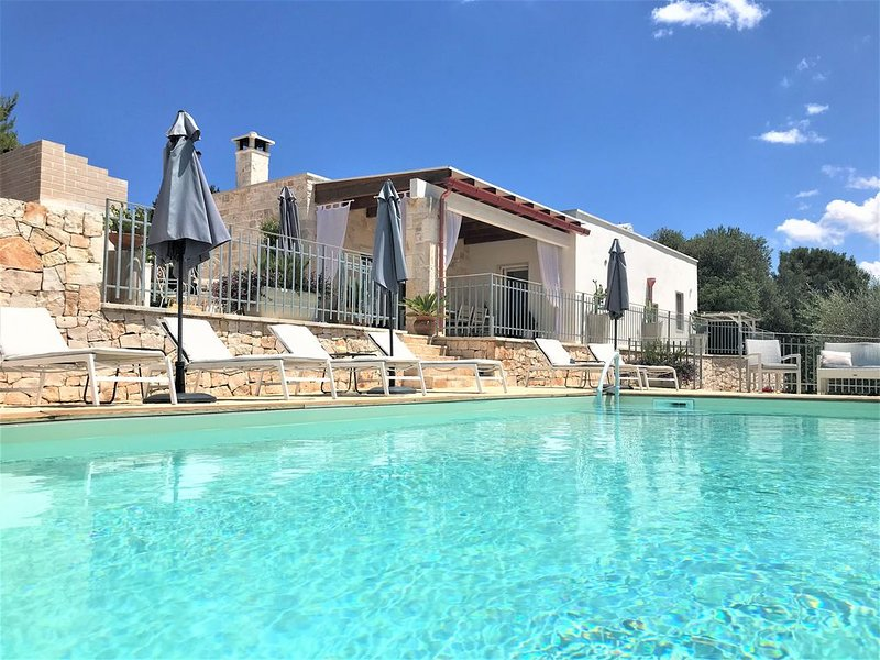 Stylish luxury boutique trullo/villa with private pool in a tranquil setting., location de vacances à Laureto