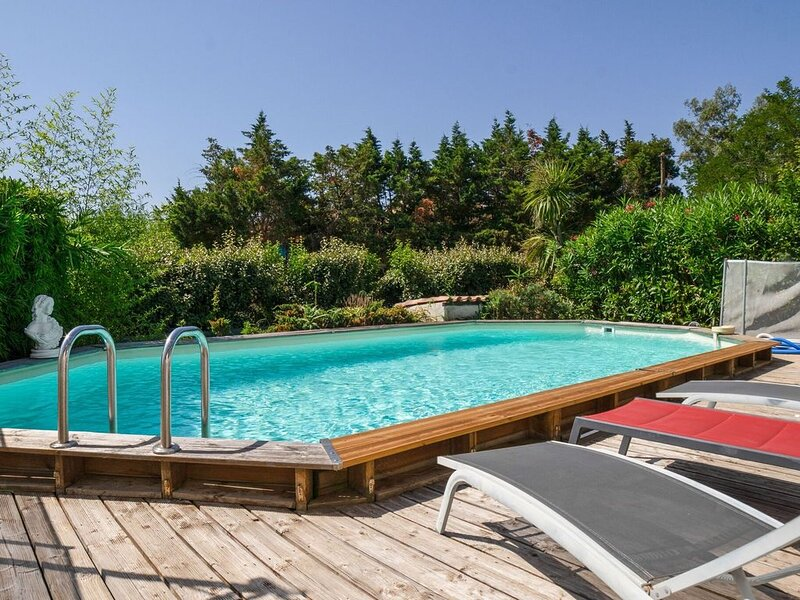 Lush Villa in Ramatuelle France with Private Pool, holiday rental in Ramatuelle
