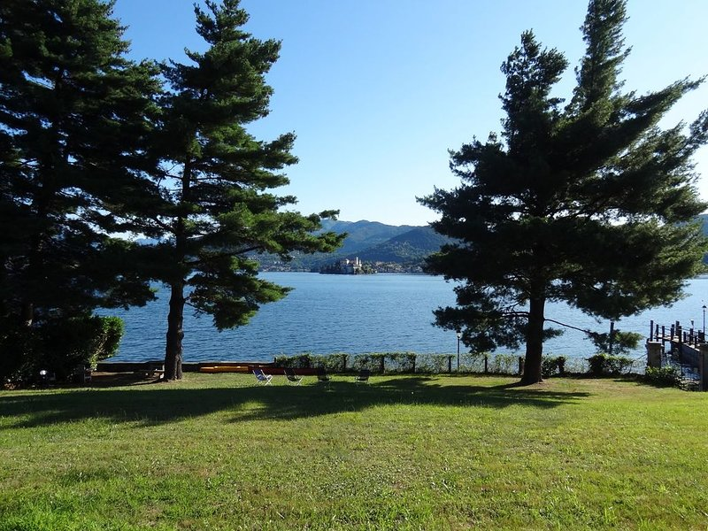 Lake Orta relax holidays with garden, canoes, bikes, bbq, vacation rental in San Maurizio d'Opaglio