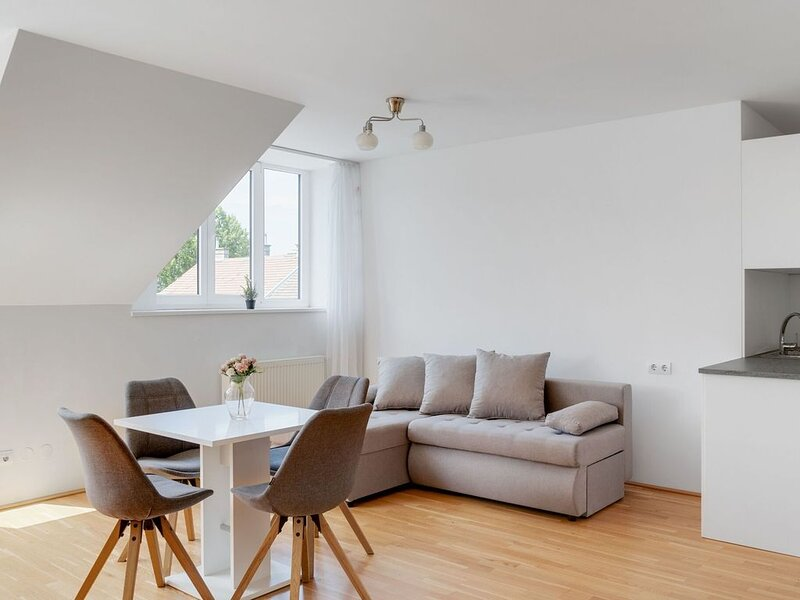 Elegant Apartment in Vienna with Patio, holiday rental in Riedenthal
