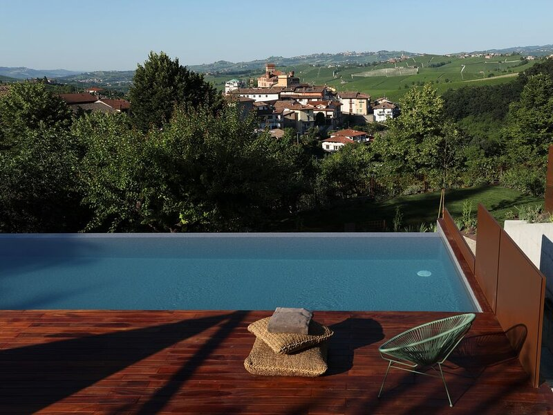 Villa Carla_Barolo: Villero Suite, vacation rental in Novello