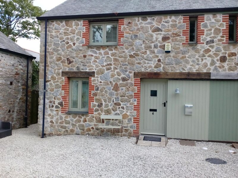 Charlestown Cottage-Sleeps up to 4, Parking, 1 minute from Harbour, holiday rental in Charlestown
