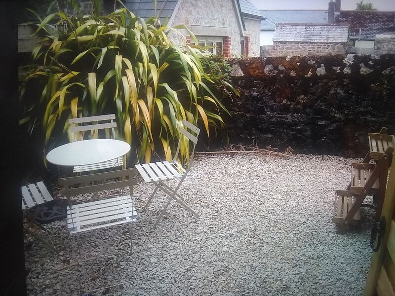 Charlestown Cottage-Sleeps up to 4, Parking, 1 minute from Harbour, holiday rental in Carlyon Bay