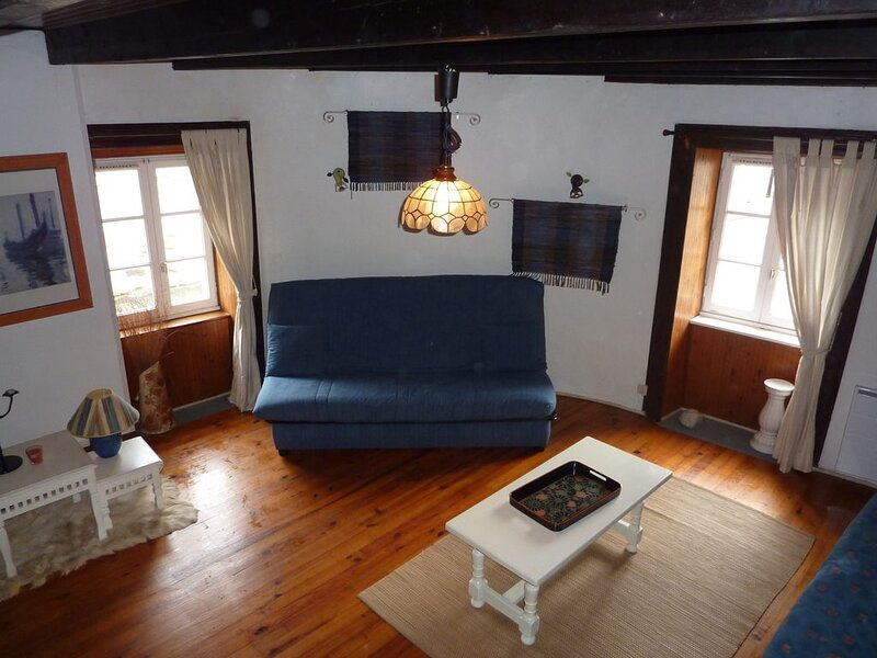 MAISON  CENTRE VILLE 20MN PLAGES, holiday rental in Bourbriac