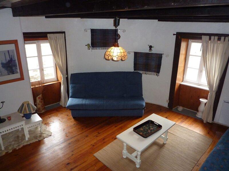 MAISON  CENTRE VILLE 20MN PLAGES, vacation rental in Loguivy-Plougras
